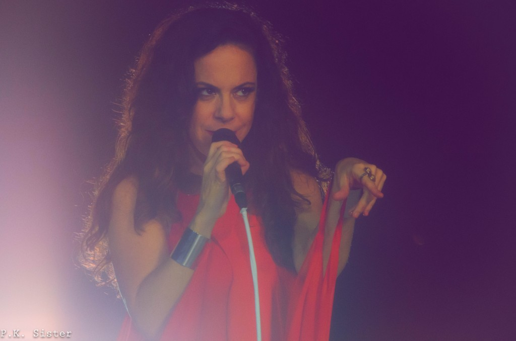 Bebel Gilberto performs live in Brazil for new DVD