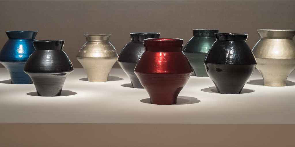 Vases from the Han Dynasty (202 b. C. – 220 A. D.) and auto paint © Ai Weiwei. Foto © Mathias Völzke